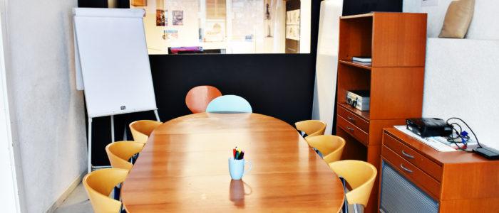 La salle de réunion de la muse bouge.